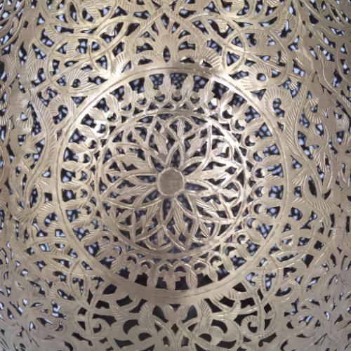 Handsågad marockansk golvlampa